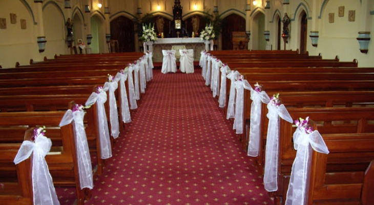 Church wedding decorations red and white