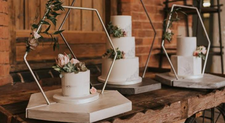 Floral wedding cake stand
