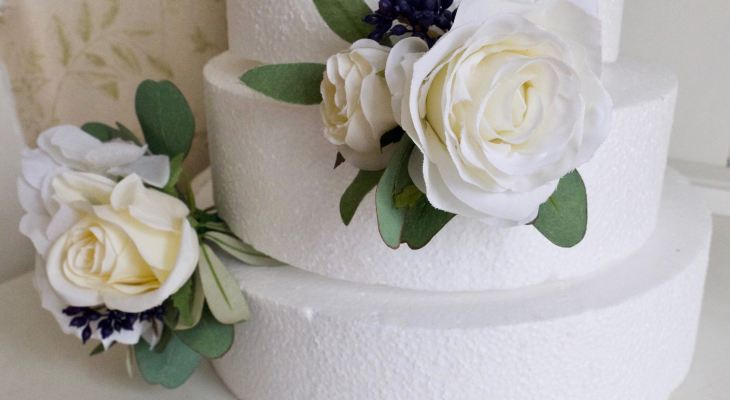 Flowers for wedding cakes artificial