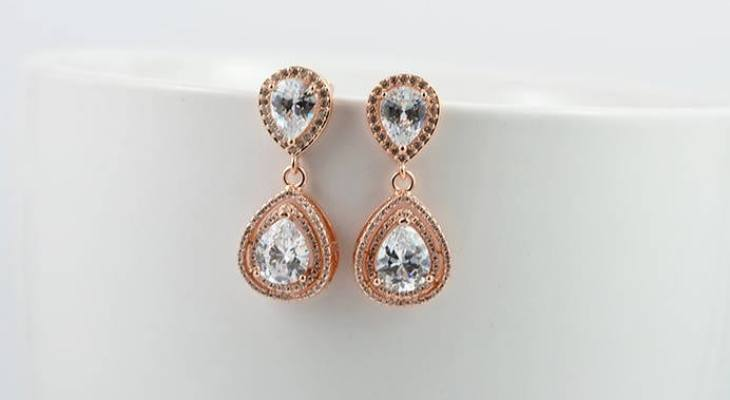 Gold drop earrings for wedding