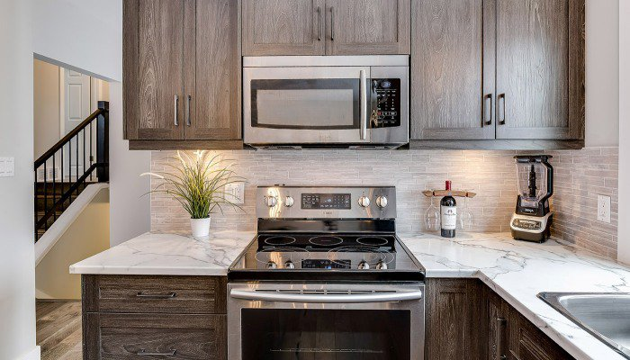 Kitchen cabinet lighting options
