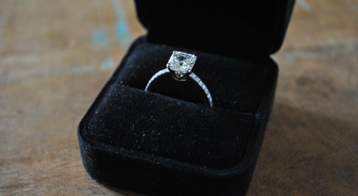 Tiffany novo style engagement ring