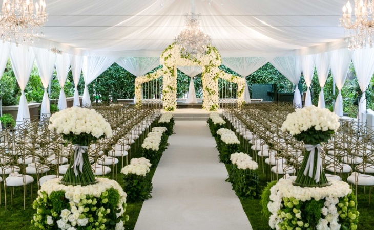 White and green wedding decor