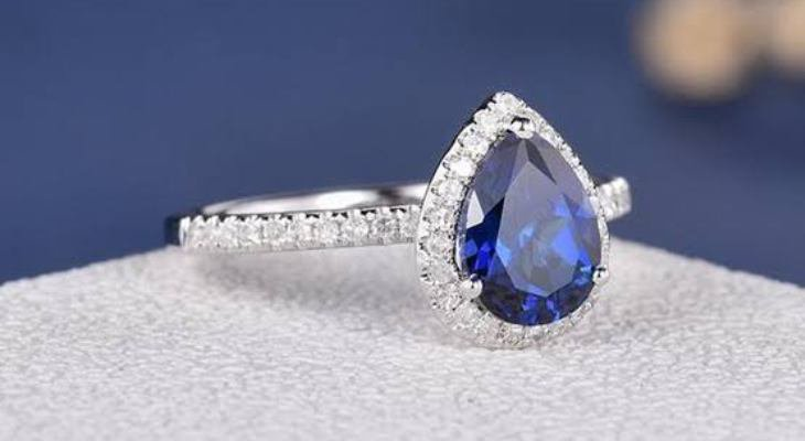 Antique engagement ring sapphire