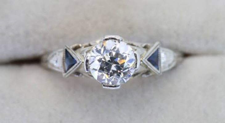 Antique engagement rings with sapphire