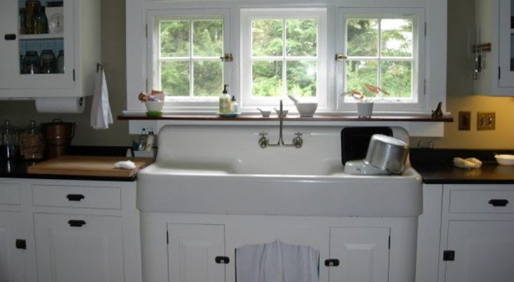 Antique kitchen sink with drainboard