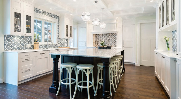 Classic backsplash for white kitchen