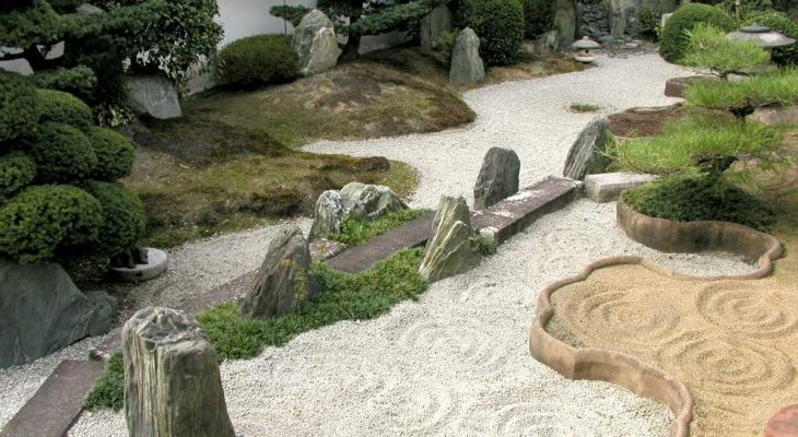 Japanese sand and rock garden