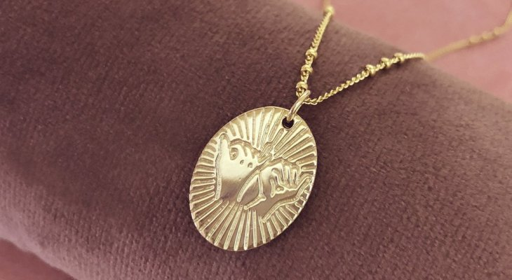 Pinky promise necklace gold