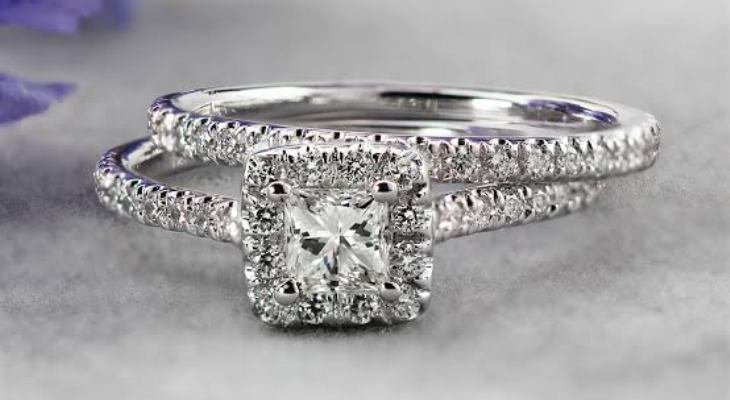 Princess cut halo diamond engagement rings