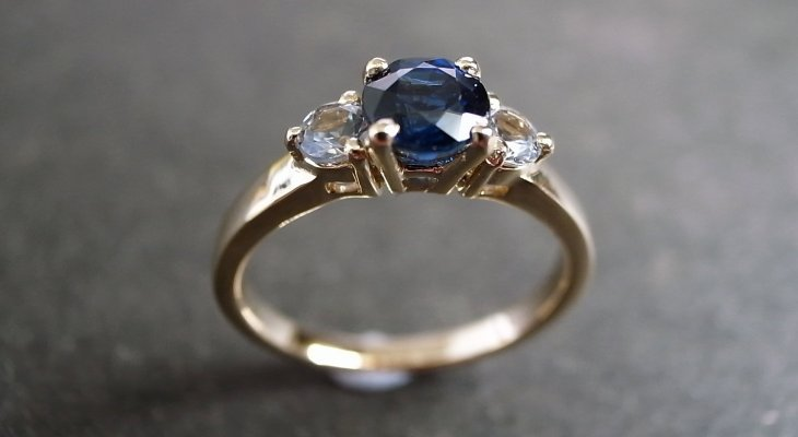 Sapphire engagement rings gold