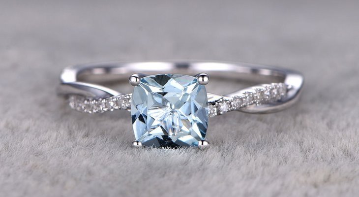 Engagement rings with aquamarine