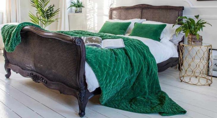 Green bedroom cushions