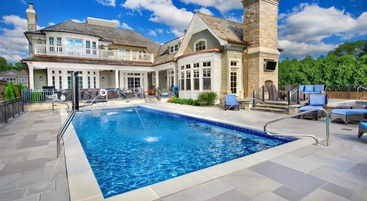 Professional Above Ground Pools With Decks or Inground Pools?