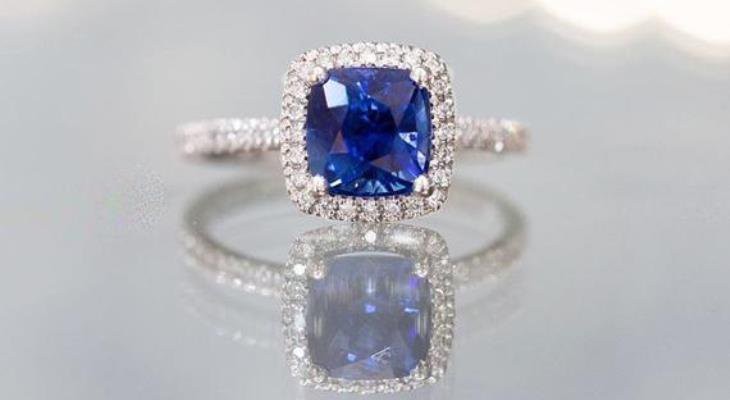Sapphire engagement ring natural